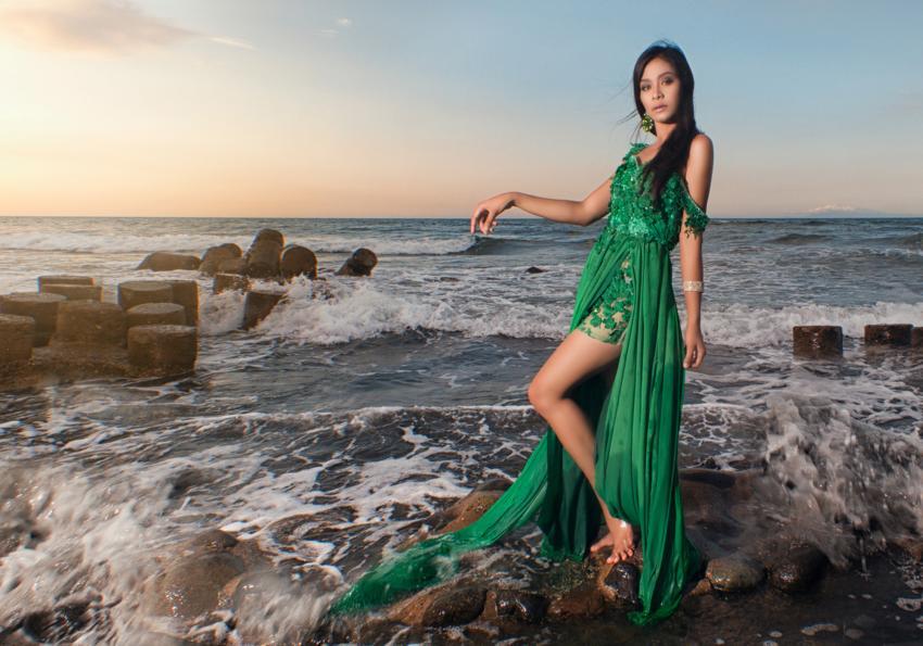 https://cf.ltkcdn.net/womens-fashion/images/slide/258430-850x595-4_Green_dress_ocean.jpg