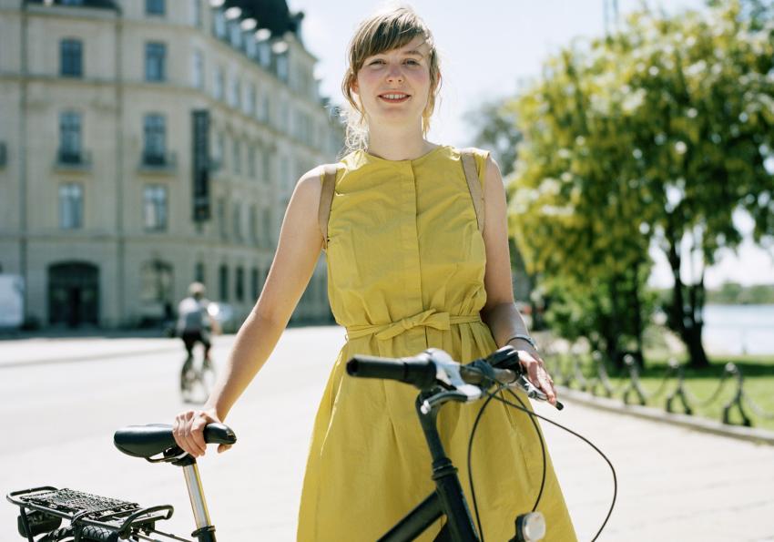https://cf.ltkcdn.net/womens-fashion/images/slide/258431-850x595-5_Pear_green_dress.jpg