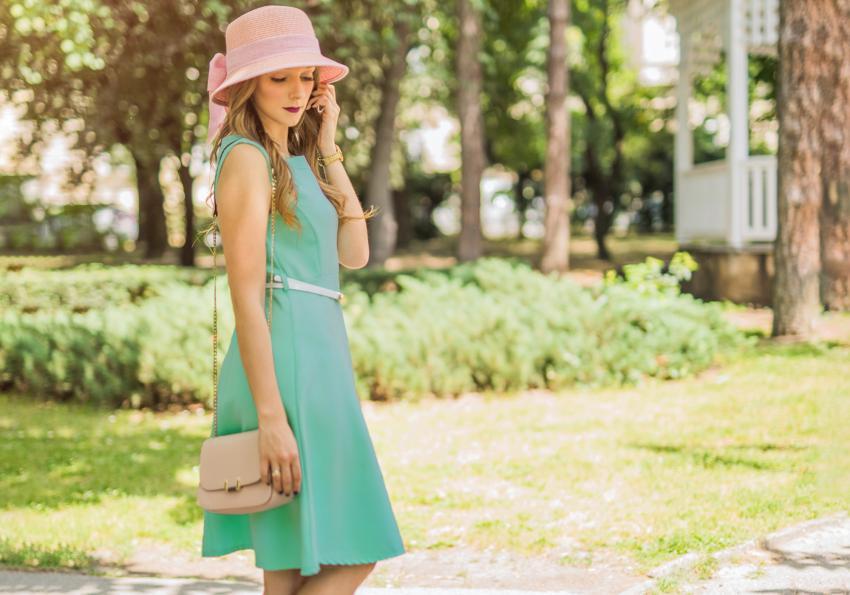 https://cf.ltkcdn.net/womens-fashion/images/slide/258437-850x595-11_teal_green_dress.jpg