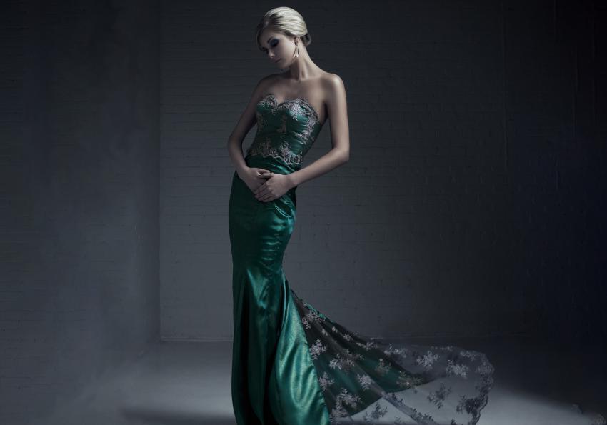 https://cf.ltkcdn.net/womens-fashion/images/slide/258440-850x595-14_formal_green_dress.jpg