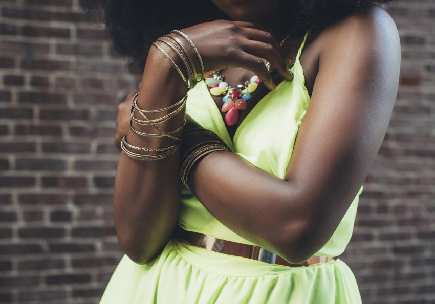 https://cf.ltkcdn.net/womens-fashion/images/slide/258442-850x595-16_neon_green_dress_necklace.jpg