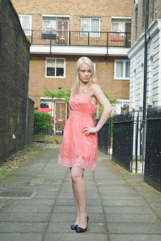 https://cf.ltkcdn.net/womens-fashion/images/slide/49563-567x847-summer-dress10.jpg