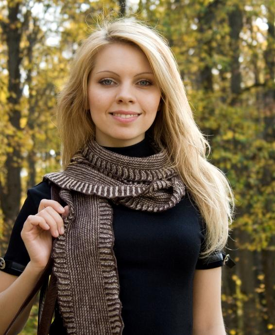 https://cf.ltkcdn.net/womens-fashion/images/slide/49584-566x691-fashion-scarf11.jpg