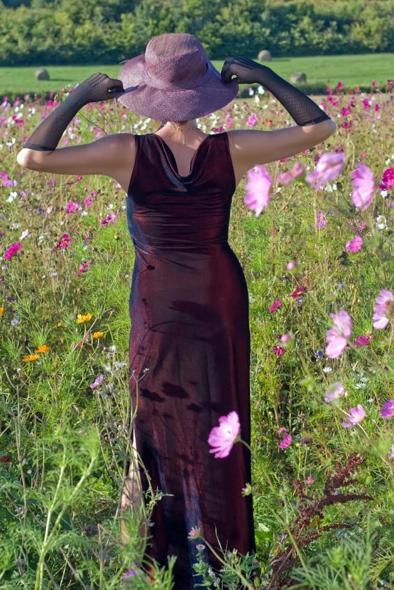 https://cf.ltkcdn.net/womens-fashion/images/slide/49622-566x848-iStock_000004470597Small.jpg