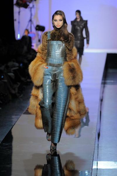 https://cf.ltkcdn.net/womens-fashion/images/slide/49766-400x603-overalls1.jpg