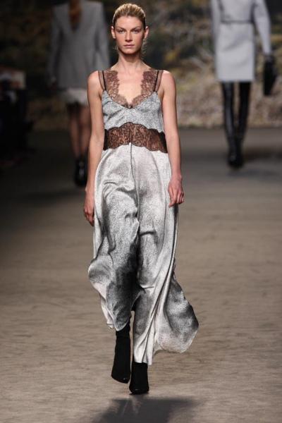 https://cf.ltkcdn.net/womens-fashion/images/slide/49769-400x600-overalls4.jpg