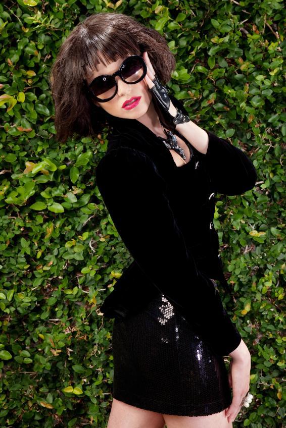 https://cf.ltkcdn.net/womens-fashion/images/slide/92598-566x848r2-BlackSequinMini.jpg