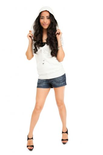 https://cf.ltkcdn.net/womens-fashion/images/slide/131129-566x848r1-jean-shorts.jpg