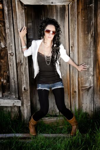 https://cf.ltkcdn.net/womens-fashion/images/slide/131133-566x848r1-jean-shorts3.jpg