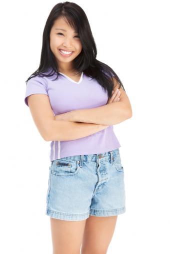 https://cf.ltkcdn.net/womens-fashion/images/slide/131137-566x848r1-jean-shorts7.jpg