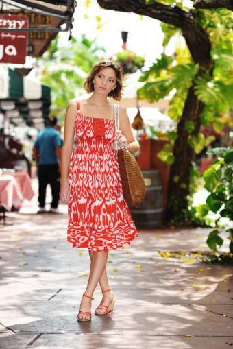 https://cf.ltkcdn.net/womens-fashion/images/slide/137773-566x848r2-Sundress5.jpg