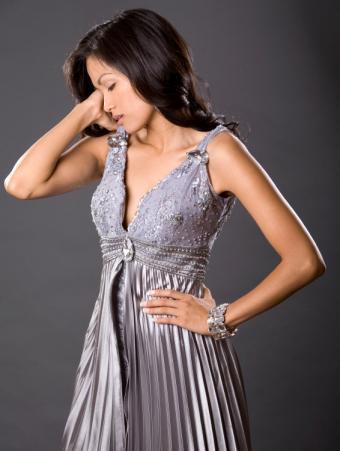 https://cf.ltkcdn.net/womens-fashion/images/slide/140421-566x750-grey-empire-waist-dress.jpg