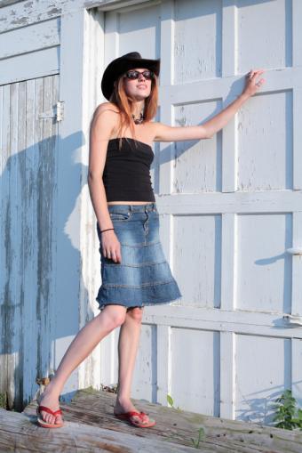 https://cf.ltkcdn.net/womens-fashion/images/slide/142283-566x848r1-longskirttube.jpg