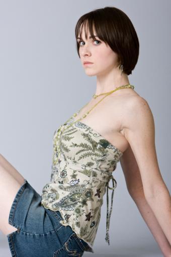 https://cf.ltkcdn.net/womens-fashion/images/slide/142286-566x848r1-jeanskirttubetop.jpg