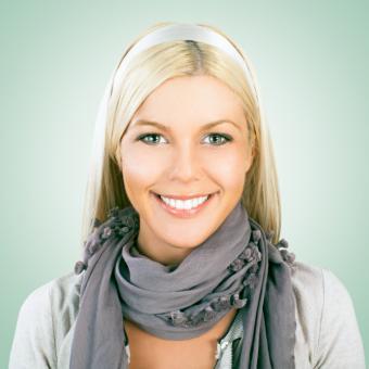 https://cf.ltkcdn.net/womens-fashion/images/slide/146799-693x693-grey-tasseled-scarf.jpg