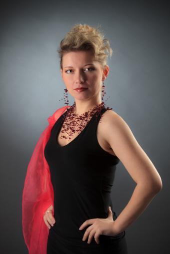 https://cf.ltkcdn.net/womens-fashion/images/slide/150187-566x848r1-With-Evening-Dress.jpg