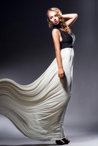https://cf.ltkcdn.net/womens-fashion/images/slide/156595-569x844r1-inverted-triangle-dark-top.jpg