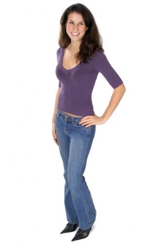 https://cf.ltkcdn.net/womens-fashion/images/slide/156600-566x848r1-v-neck.jpg