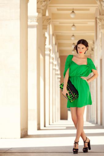 https://cf.ltkcdn.net/womens-fashion/images/slide/156609-566x848r1-hourglass-waist.jpg