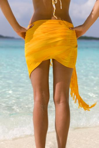 https://cf.ltkcdn.net/womens-fashion/images/slide/159767-566x848-Fanny_wrap_sarong.jpg
