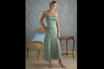 https://cf.ltkcdn.net/womens-fashion/images/slide/162399-600x399-tealengthdress1.jpg