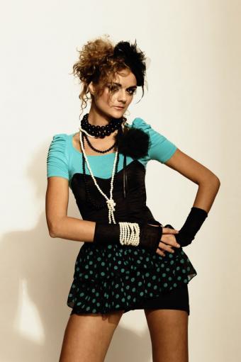 https://cf.ltkcdn.net/womens-fashion/images/slide/167492-566x850-madonna-inspired-outfit.jpg
