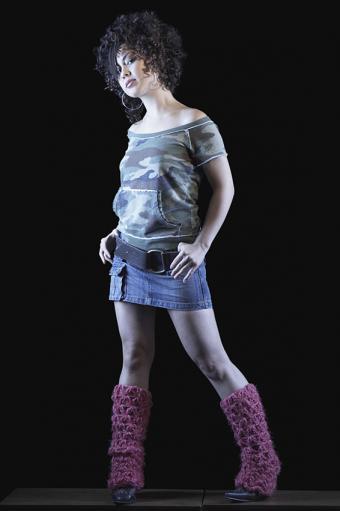 https://cf.ltkcdn.net/womens-fashion/images/slide/167494-566x850-80s-fashion-leg-warmers.jpg