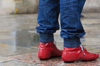 https://cf.ltkcdn.net/womens-fashion/images/slide/167497-850x566-red-boots.jpg