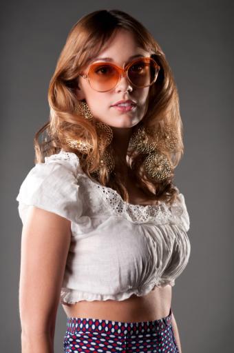 https://cf.ltkcdn.net/womens-fashion/images/slide/168402-565x850-70s-Clothes.jpg