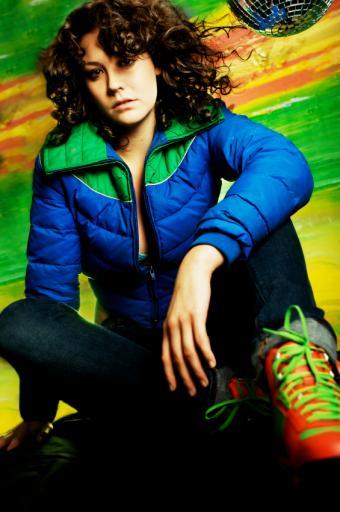 https://cf.ltkcdn.net/womens-fashion/images/slide/168403-565x850-Puffer-jacket-and-neon.jpg