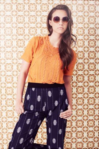 https://cf.ltkcdn.net/womens-fashion/images/slide/168404-566x848-Bold-Printed-Pants.jpg