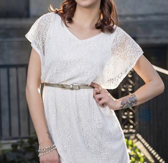 Woman wearing thin belt with dress
