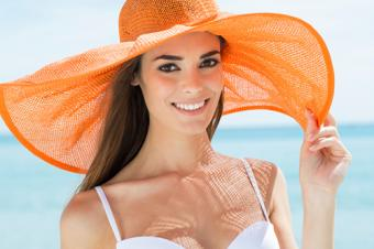 Woman with a floppy hat