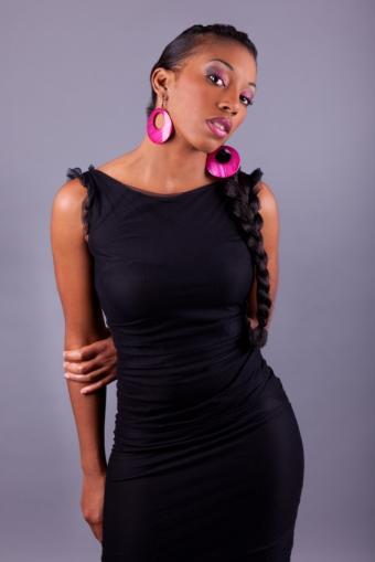 https://cf.ltkcdn.net/womens-fashion/images/slide/172319-566x848-boldcolorearrings.jpg
