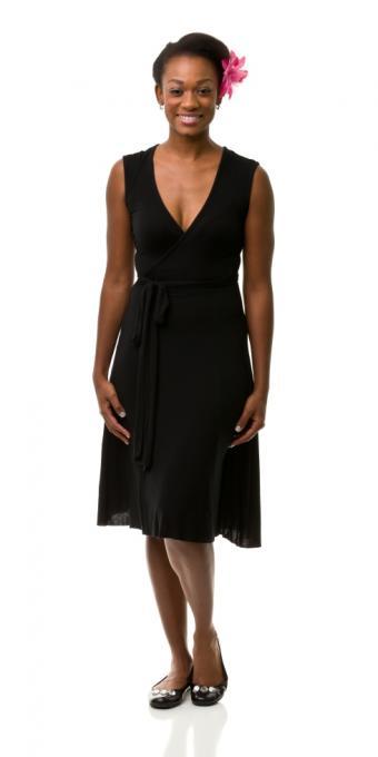 https://cf.ltkcdn.net/womens-fashion/images/slide/172320-425x850-flatswithflower.jpg