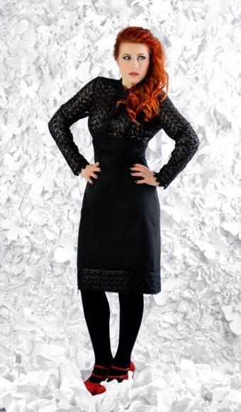 https://cf.ltkcdn.net/womens-fashion/images/slide/172323-497x850-tightsandbrightshoes.jpg