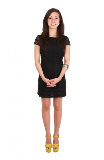 https://cf.ltkcdn.net/womens-fashion/images/slide/172332-552x850-springstyledblackdress.jpg
