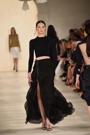 https://cf.ltkcdn.net/womens-fashion/images/slide/196849-532x800-sexysweater.jpg