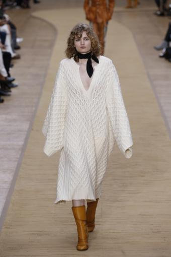 https://cf.ltkcdn.net/womens-fashion/images/slide/196855-533x800-sweaterdress.jpg