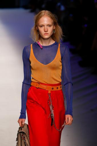 https://cf.ltkcdn.net/womens-fashion/images/slide/196866-533x800-sweater_cinch.jpg