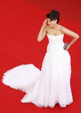 https://cf.ltkcdn.net/womens-fashion/images/slide/197369-613x850-gown08_wintercrop.jpg