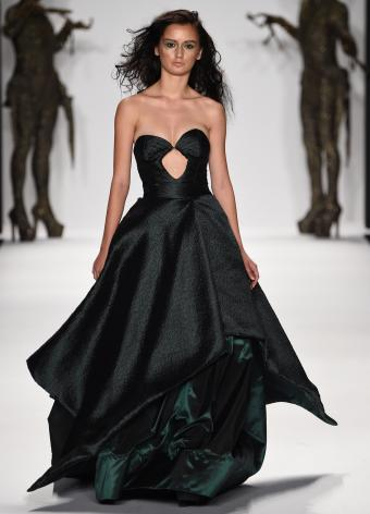 https://cf.ltkcdn.net/womens-fashion/images/slide/197378-613x850-gown13_edgycrop.jpg