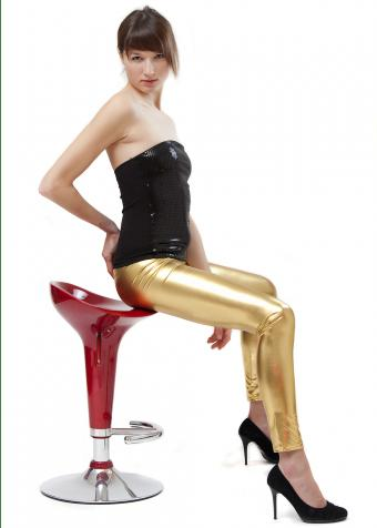 https://cf.ltkcdn.net/womens-fashion/images/slide/197935-607x850-leggings14_goldcrop.jpg