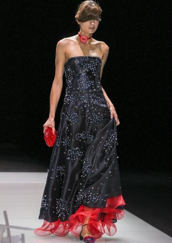 https://cf.ltkcdn.net/womens-fashion/images/slide/198835-602x850-armani4_sparklecrop.jpg