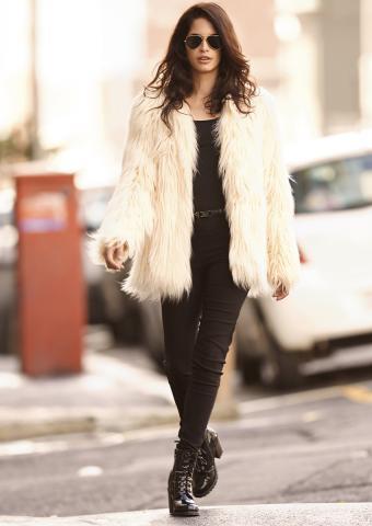 https://cf.ltkcdn.net/womens-fashion/images/slide/198871-602x850-coats2_furcrop.jpg