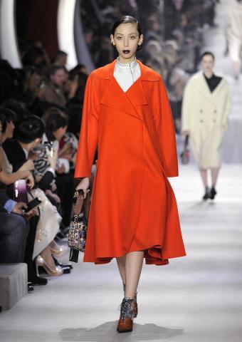 https://cf.ltkcdn.net/womens-fashion/images/slide/198873-602x850-coats4_redcrop.jpg