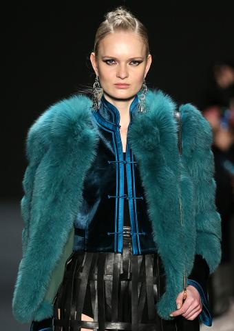 https://cf.ltkcdn.net/womens-fashion/images/slide/198875-602x850-coats6_colorcrop.jpg