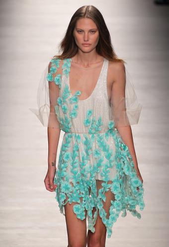 https://cf.ltkcdn.net/womens-fashion/images/slide/199475-580x850-romantic3_minicrop.jpg