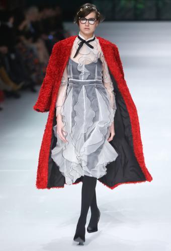 https://cf.ltkcdn.net/womens-fashion/images/slide/199479-580x850-romantic5_rufflescrop.jpg