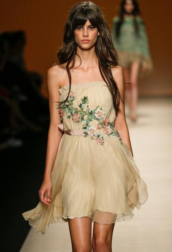 https://cf.ltkcdn.net/womens-fashion/images/slide/199482-580x850-romantic7_shortcrop.jpg